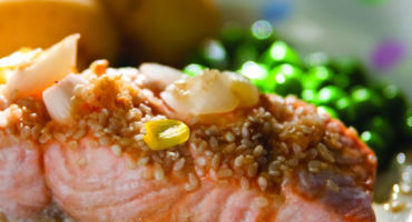 Steamed salmon with lemon
