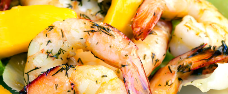 Grilled prawns with herbs and a mango salad