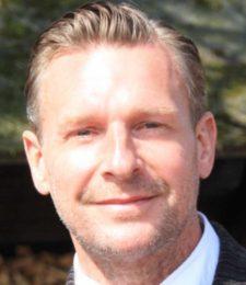 Aromatherapist Frank Horstman