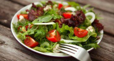 Healthy mixed green salad